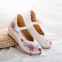 Giày Thêu Hán Phục Đế 6cm Size 38