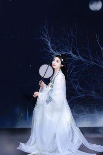 Hán Phục Vinh Cơ Tuyết