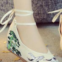 Giày Thêu 15 8869