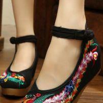 Giày Thêu 8872
