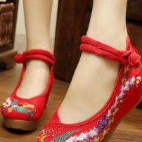 Giày Thêu 16